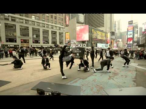 djluTThqQVlFTDQx_o_be-ready-4-the-next-galaxy-flash-mob-in-new-york